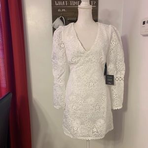 Lulu's white floral puff sleeve lacy dress